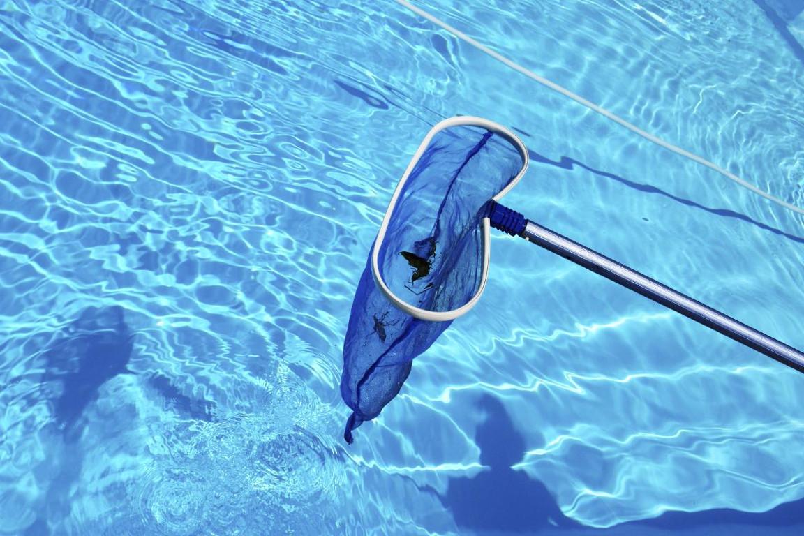 Limpieza y mantenimiento diario de la piscina. 9