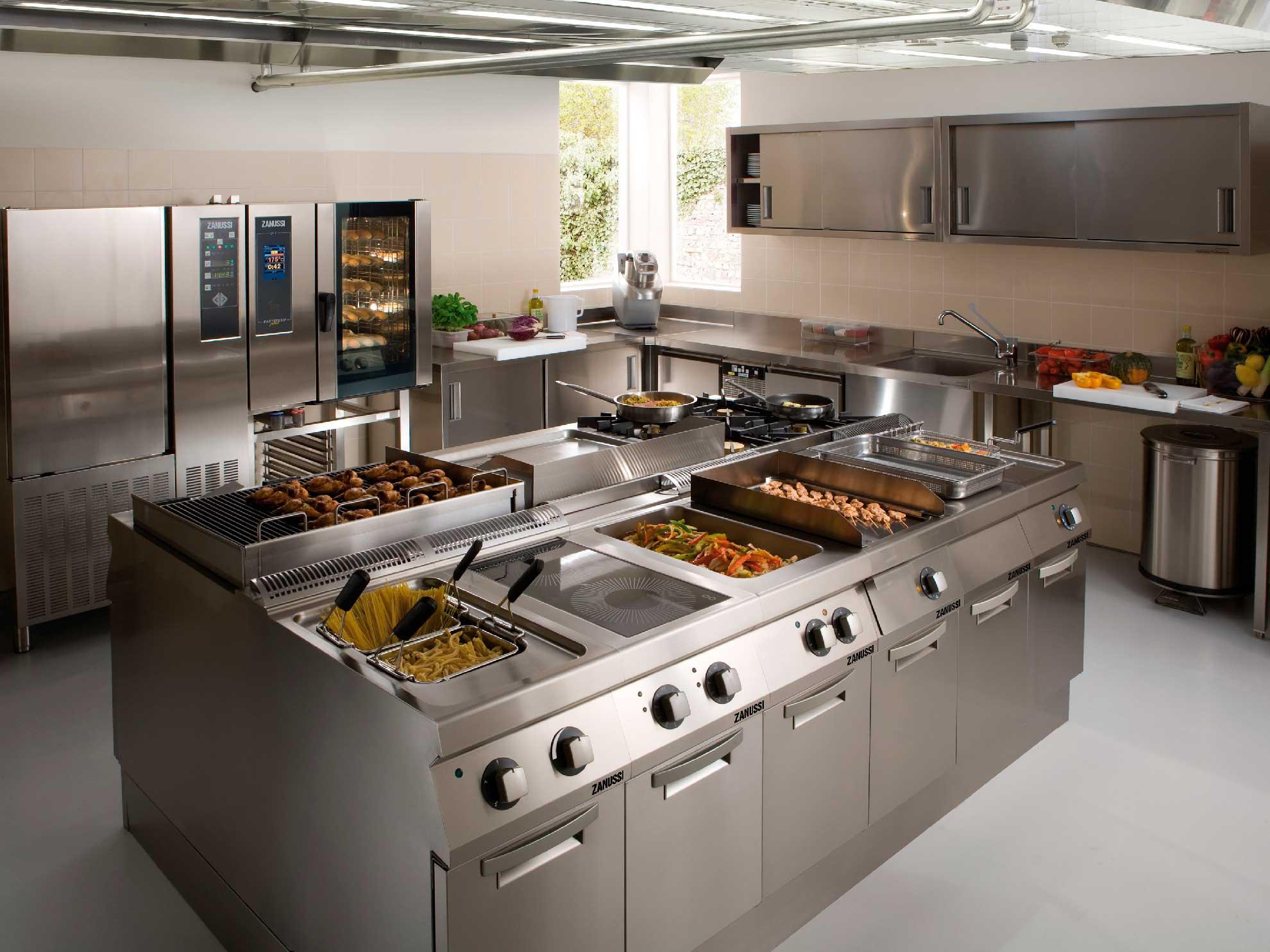 Qu tener en cuenta al limpiar una cocina industrial for Maquina que cocina