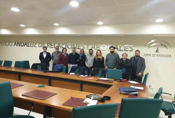 Acuerdo con CCOO y UGT para dignificar el sector de mantenimiento y socorrismo de piscinas en la provincia de Sevilla 1